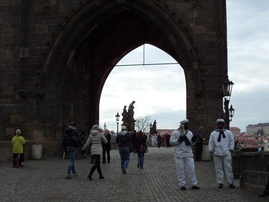 Marins africains sur le pont Charles Roi/ Crédit Rendodjo