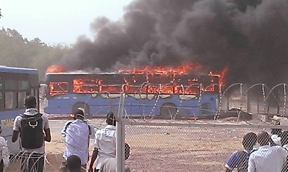 Ph DR de Sabre Na-ideyam/ Bus des étudiants mis au feu par on ne sait qui.